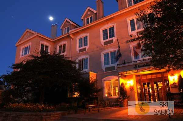 Hotel Les Suites Tremblant- Country Inn & Suites by Carlson. Vista exterior.