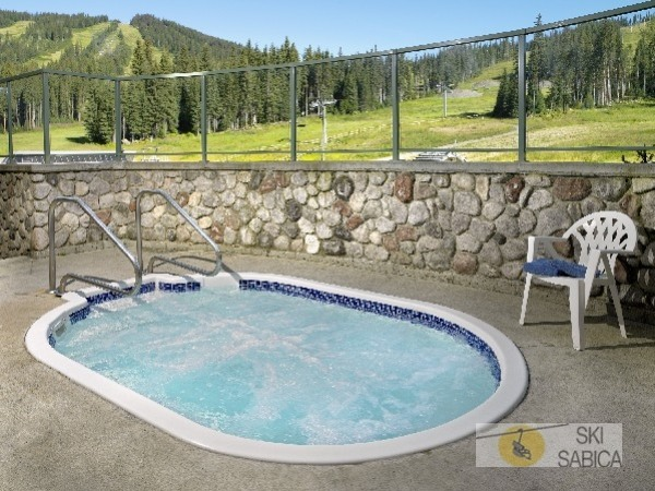 Coast Sundance Lodge. Jacuzzi.