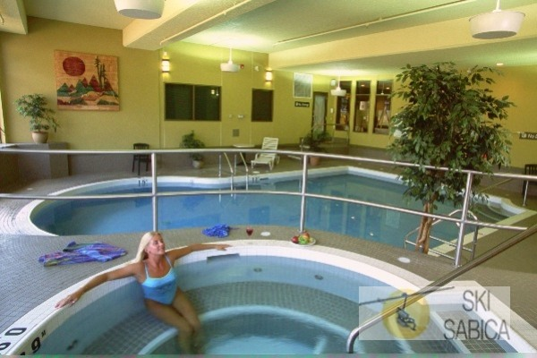 Best Western Fernie Mountain Lodge. Jacuzzi.