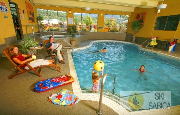 Best Western Fernie Mountain Lodge. Piscina.