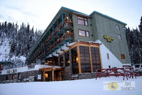 Sunshine Mountain Lodge. Vista exterior.