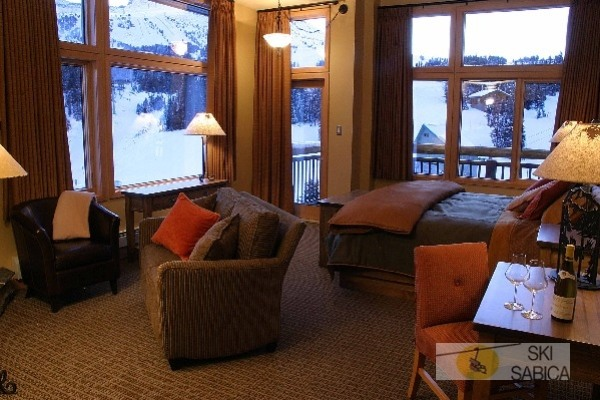 Sunshine Mountain Lodge. Suite.