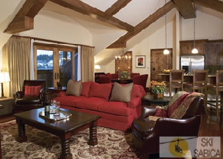 Vail Plaza Hotel. Living area.