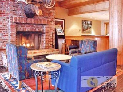 Whistler Village Inn. Hall.