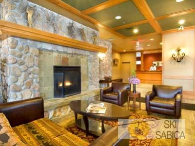 Whistler Cascade Lodge. Hall.