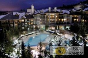 Coast Blackcomb Suites at Whistler. Vista exterior.
