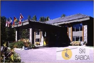 Glacier Mountaineer Lodge at Kicking Horse
